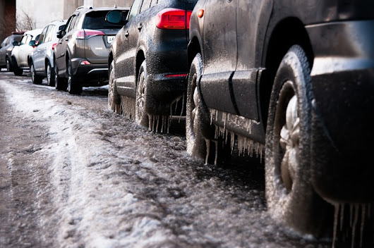 Ice Removal Tips to Ensure Winter Doesn't Get the Best of your Vehicle - Car Cost Canada