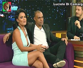 Luciele Di Camargo sensual num programa da Record