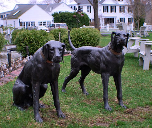Statues of Fiona and Shamus