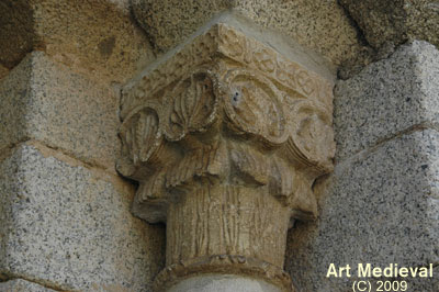 Capitell portalada