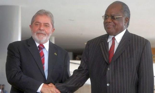 O então presidente Lula com o presidente da o presidente da Namíbia, Hifikepunye Pohamba (Foto: Agência Brasil)