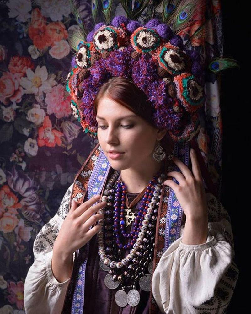 Mulheres modernas usando coroas tradicionais ucranianas dão um novo significado a uma antiga tradição 04