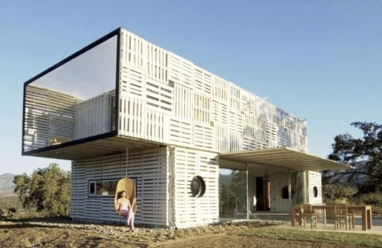 Modern Manifesto House Made From Wood Pallets and Shipping ...