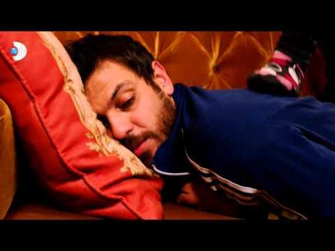 Ulan İstanbul adlı dizinin 32. Bölüm konusu Karlos'un sırtına masaj yaparken olaya kulak misafiri olarak dahil olan Bahadır, durumu çok yanlış anlıyor...