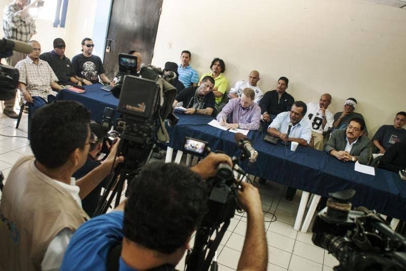 Bandemedlemmer fra de fem største bander i El Salvador - Mara Salvatrucha, Barrio 18, La Maquina, Mao-Mao og La Mirada Locos - indledte i 2013 et samarbejde med myndighederne om at erklære visse byer for 'hellige', hvilket betød fri for banderelateret vold. (Foto: All Over Press)