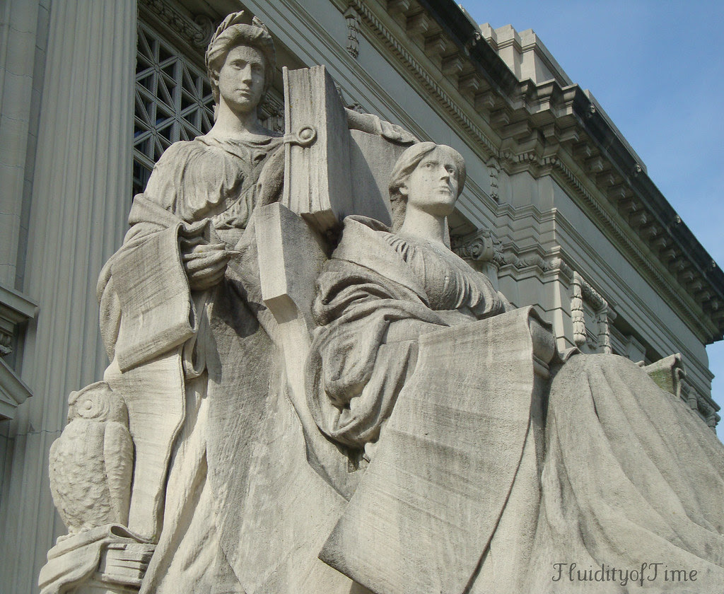 State Library statue 2-Springfield.JPG