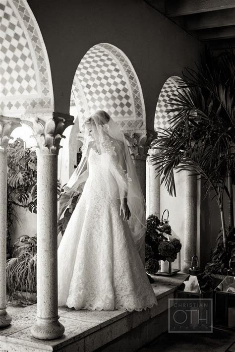 20 Gorgeous Designer Wedding Dresses and Bridal Gowns