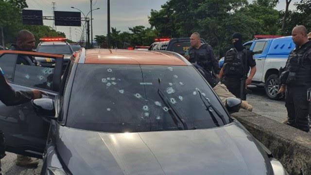 Quatro suspeitos são mortos após perseguição e confronto com homens da PRF na Linha Vermelha
