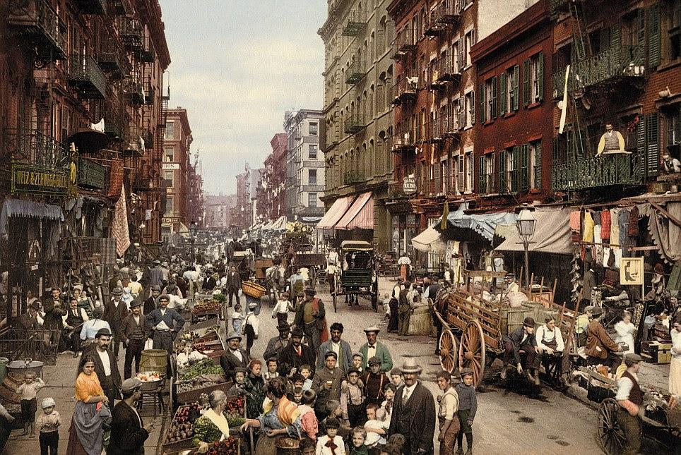 The Big Apple: Mulberry Street, a principal rua em Manhattan, é trazida à vida com o processo photochrom, mostrando a etnia variando de nova-iorquinos e um vislumbre de suas vidas cotidianas