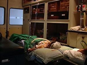 Paciente com AVC aguarda atendimento em estacionamento do Hospital Dório Silva no ES (Foto: Reprodução/TV Gazeta)