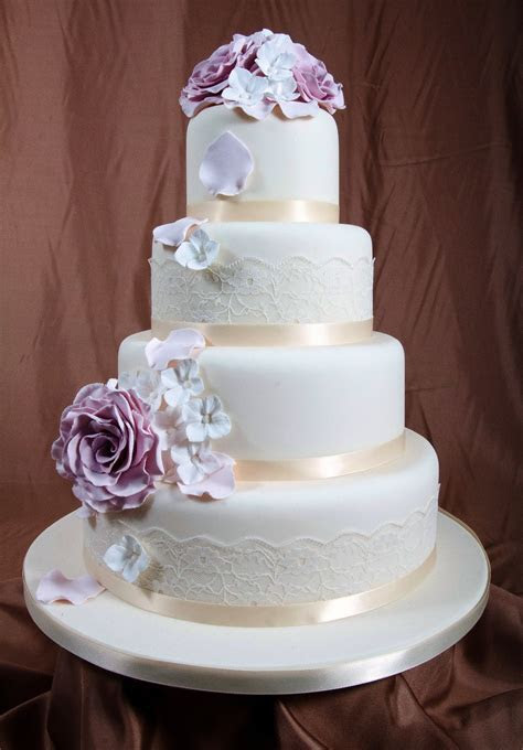 Wedding Cake: A Gallery of Cakes by Shelly   WeddingDates