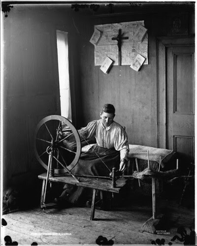 Spinning, Cap à l'Aigle, QC, about 1895