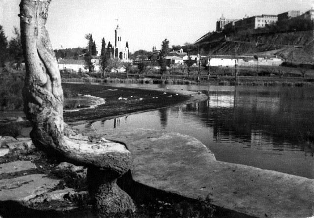 Ribera del Tajo  en 1935. Fotografía Josep Gaspar i Serra © Arxiu Nacional de Catalunya. Signatura ANC1-23-N-1540