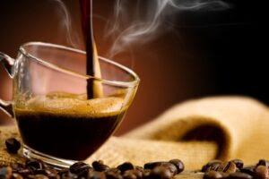 Cancro alla prostata: 3 tazzine di caffè al giorno riducono il rischio del 50%