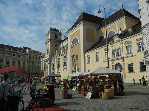 DSCN0254 _ Platz in front of Maria Treu Kirche, Wien, 4 October