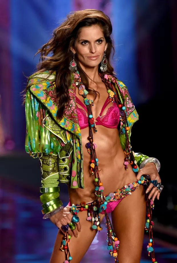 Victoria's Secret Fashion Show 2014 - Izabel Goulart (Foto: Getty Images)