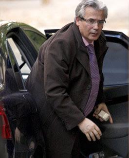 Garzón ralentizó una investigación sobre BBVA y La Caixa tras pedirles dinero para sus cursos