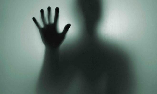 Ученые пытаются разобраться, почему некоторые люди могут «слышать» голоса умерших