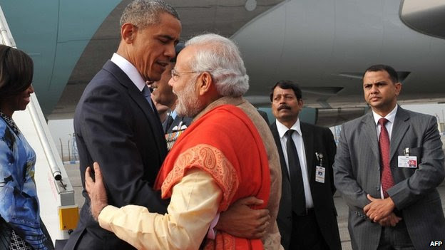 Barack Obama and Indian PM Narendra Modi hug after the US president arrives in Delhi 25/01/2015