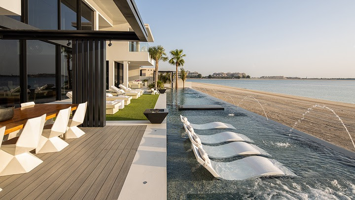 See the Dubai Mega-Mansion with a ?Free? Rolls-Royce and Ferrari that