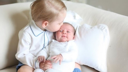 Prince George and Princess Charlotte pictures released - BBC News