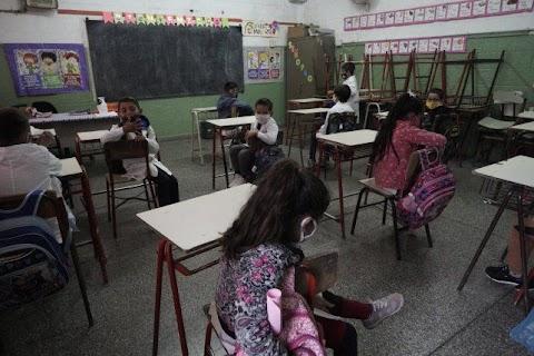 Las clases se suspenderían entre miércoles o jueves y estudian adelantar las vacaciones de invierno