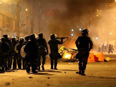 La Policía brasileña se enfrenta a los manifestantes durante una protesta. -EFE