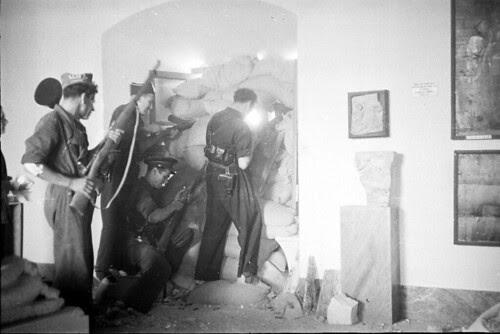Interior del Museo de Santa Cruz en 1936. Fondo del Estudio Fotográfico Alfonso. Archivo General de la Administración. Ministerio de Cultura