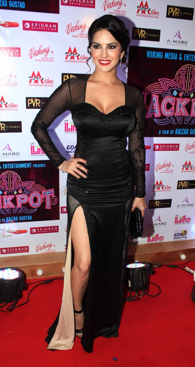 Sunny-Leone-Shah-Rukh-Khan-At-Jackpot-Movie-Premiere-Show-Image-Pictures-10
