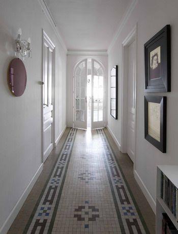 10 ejemplos de como decorar un pasillo - Como decorar un pasillo largo y estrecho ...