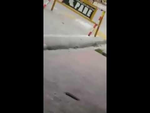 Hombre con 2 armas de fuego se para frente a fortaleza de Duvergé y amenaza a militares