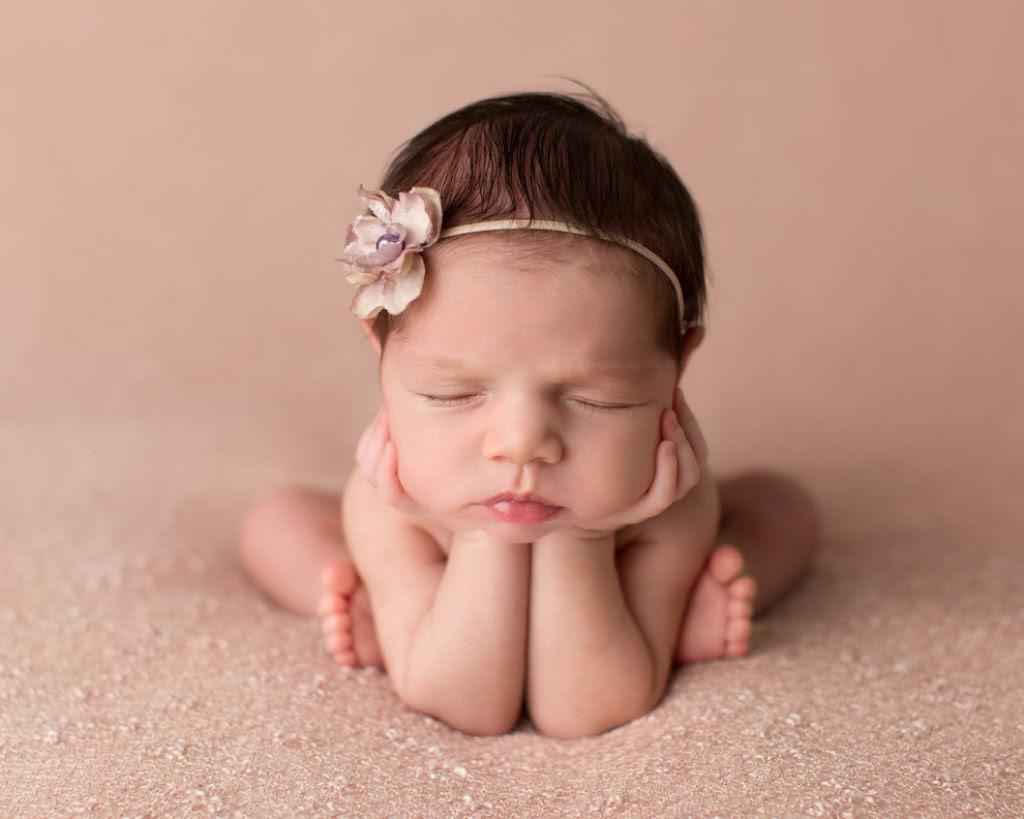 Fotógrafa britânica cria retratos insuportavelmente ternos de bebês dormindo 13