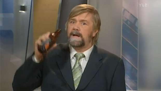 Kimmo Wilska foi pego 'bebendo' ao vivo.