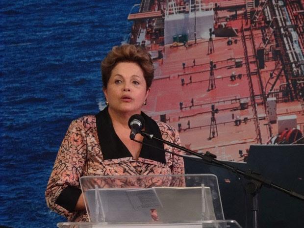 Dilma Rousseff discursa durante inauguração de navio em Suape (Foto: Katherine Coutinho / G1)
