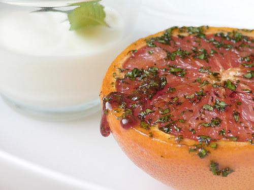 Karamellisierte Grapefruit mit Minze
