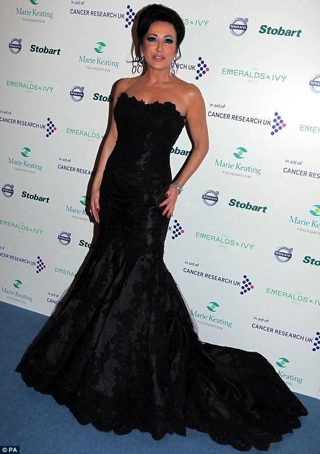 Belle da bola: Strictly Come Dancing estrela Nancy Dell'Olio parecia muito glamour em um ballgown preto