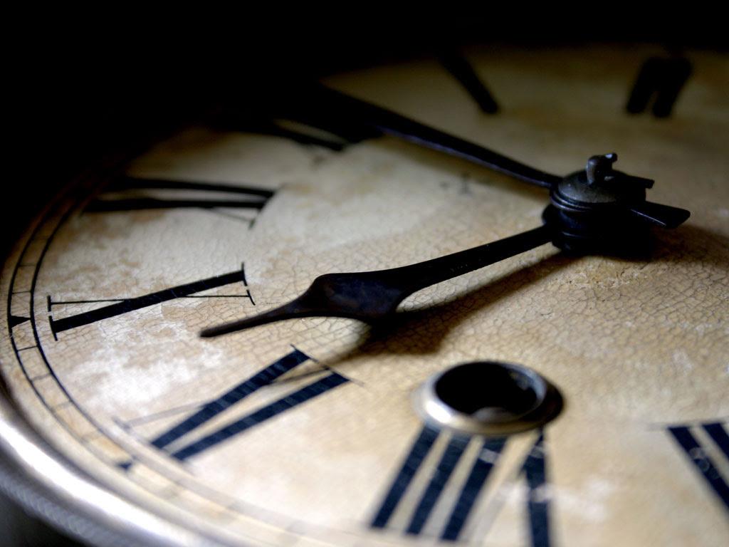 FOTO: Relógio com numerais romanos