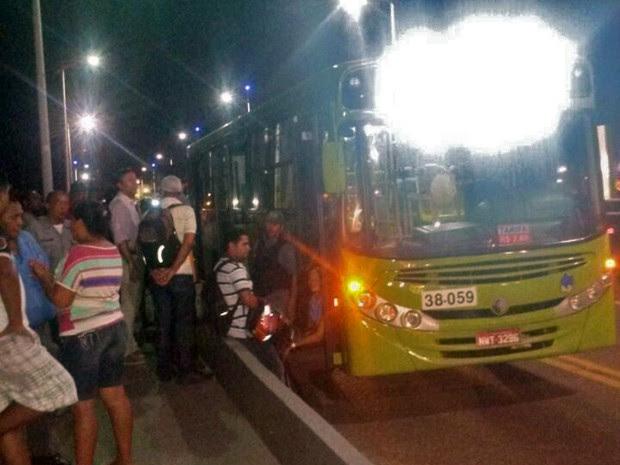 Passageiro reage a assalto a ônibus e mata duas pessoas em São Luís (Foto: Joyce Mackay / G1 MA)