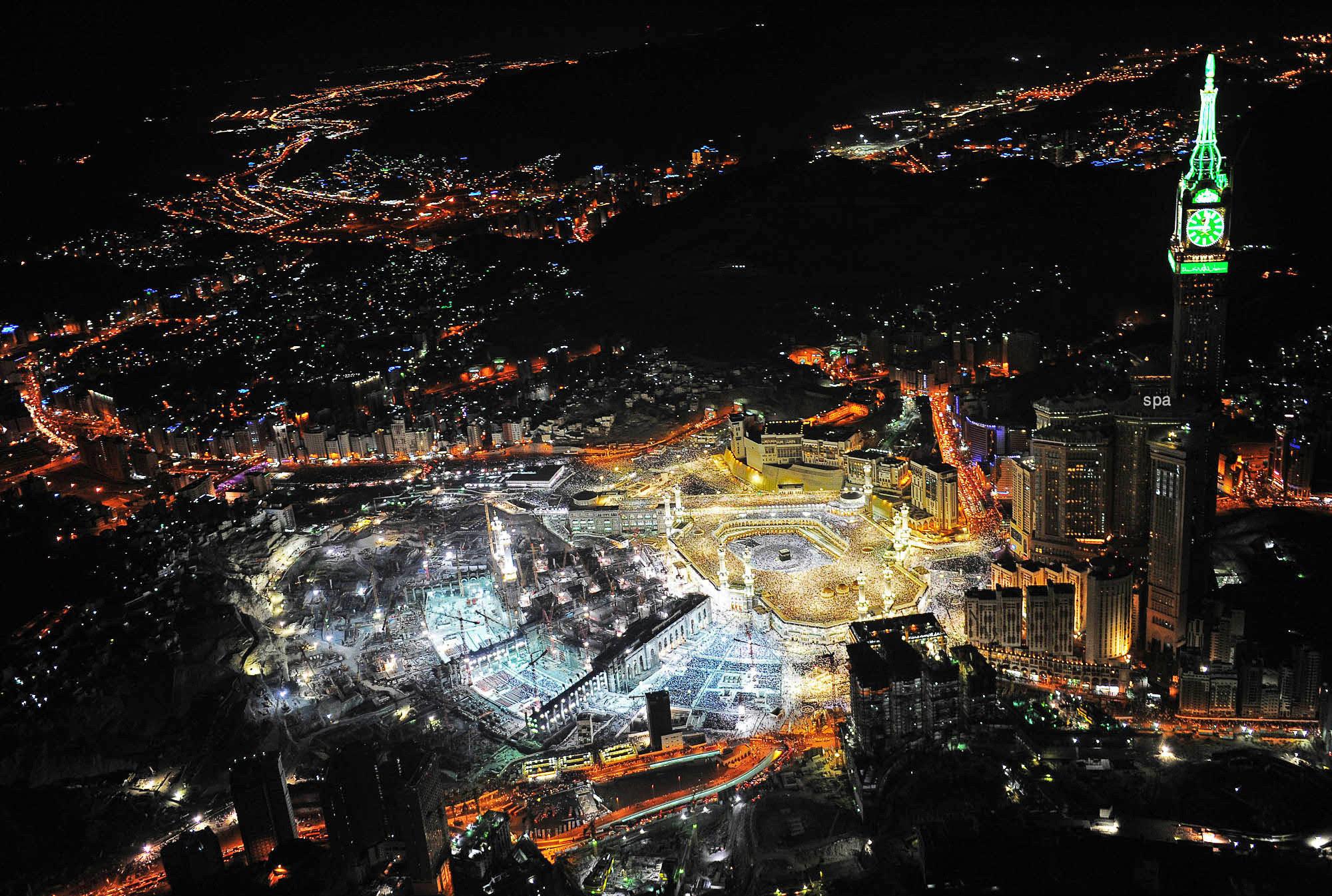 Night View Of Mecca Saudi Arabia X Post From Cityporn Islam