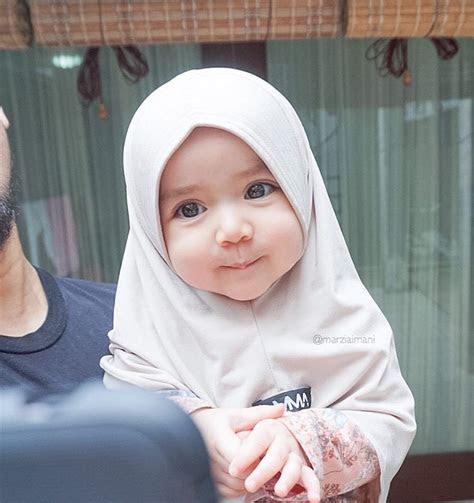 foto bayi pakai jilbab  imutnya nggak nahan jadi