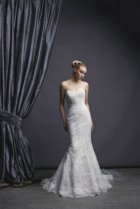 HEIRLOOM THEME WEDDING GOWN: Oleg Cassini Sweetheart