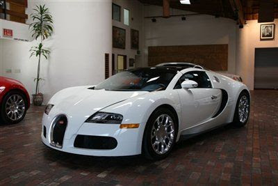 Sell used 2010 Bugatti Veyron Grand Sport. White over Blue. Low miles. San Diego in La Jolla ...