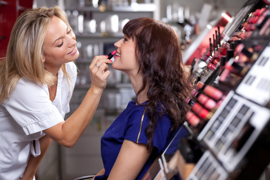 Resultado de imagem para vendedora maquiagem