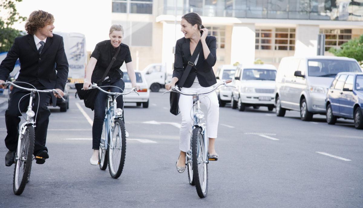 Você deixaria de usar o carro se pagassem por cada km percorrido de bicicleta? Na França vão fazer isso