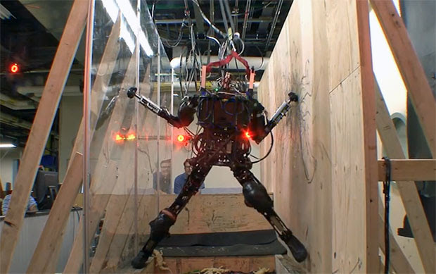 DARPA's PetProto robot climbs, gauges, jumps, comes to get you
