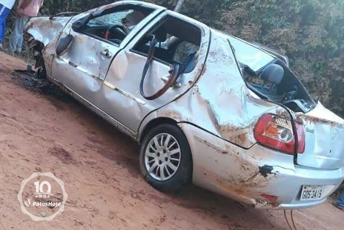 Cinco pessoas morrem após veículo cair de ponte em estrada vicinal.