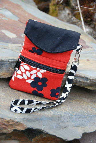 Trillium Cell Phone  Wristlet Pattern