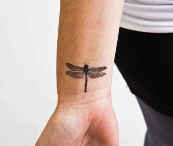 75 desenhos de tatuagem de libélula bonito e sexy 35 por Bryan