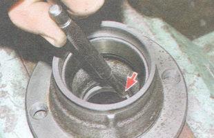статья про Замена подшипников ступицы переднего колеса на автомобиле ВАЗ 2106