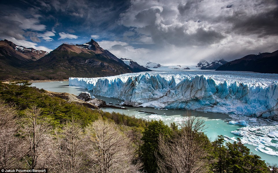 Le glacier Perito Moreno dans le parc national Los Glaciares en Argentine couvre l'équivalent de 35 000 terrains de football